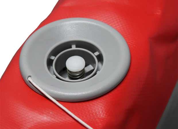 ポンプを簡単に装着できる空気孔